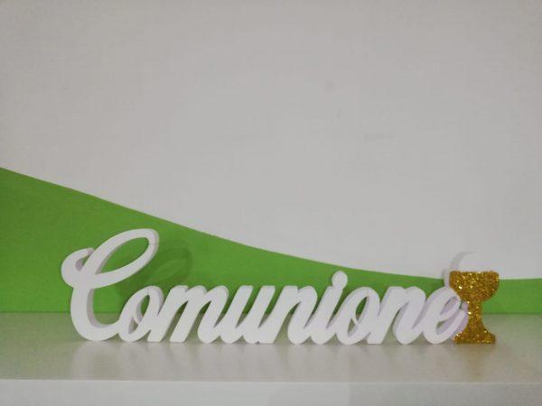 """Scritta """"Comunione"""" in Polistirolo HD per lieti eventi con larghezza max 60cm altezza 15/20cm bianca con glitter oro coprente sul calice."""