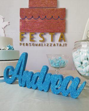 Scritta Personalizzata in Polistirolo XPS - Colore Celeste - Glitter Coprente Celeste con Scenografia Allestimento Festa o Comunione
