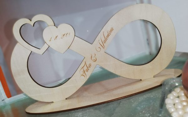 Simbolo Infinito in legno con nomi e data